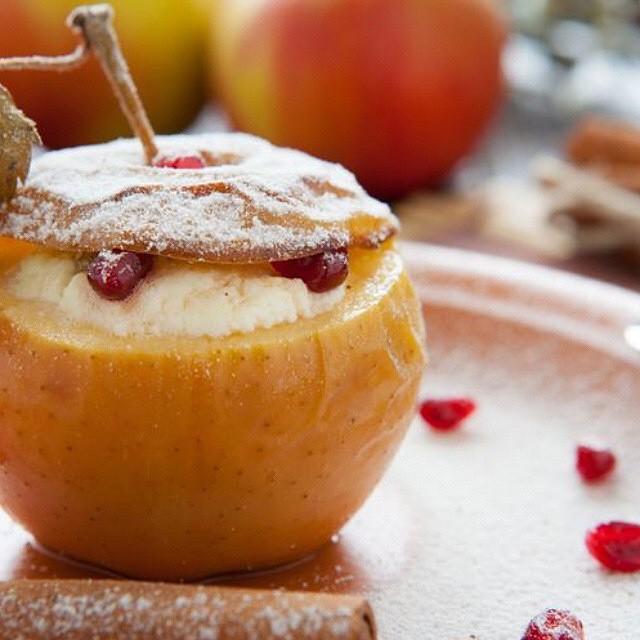 Запеченные «творожные» яблоки
