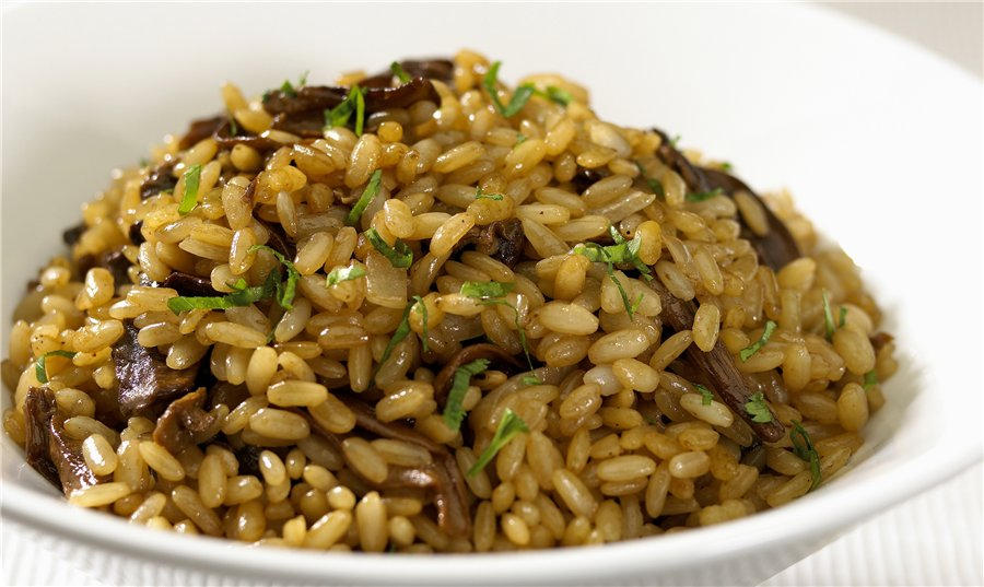 Коричневый рис с грибами