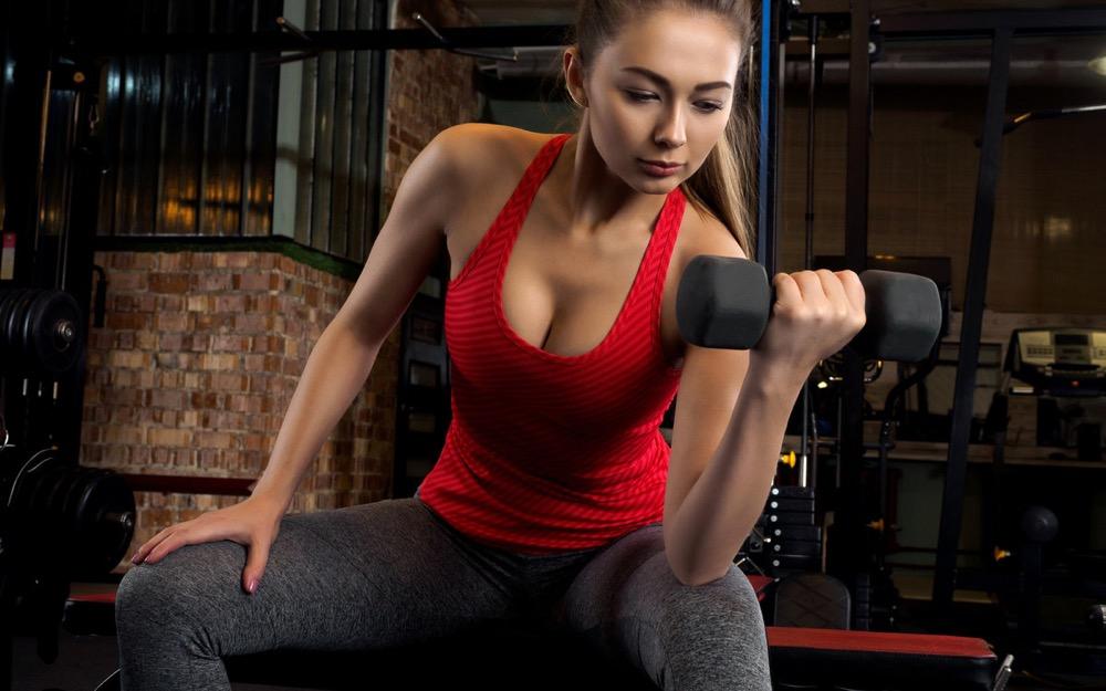 Лучшие упражнения с гантелями для похудения мужчин и женщин