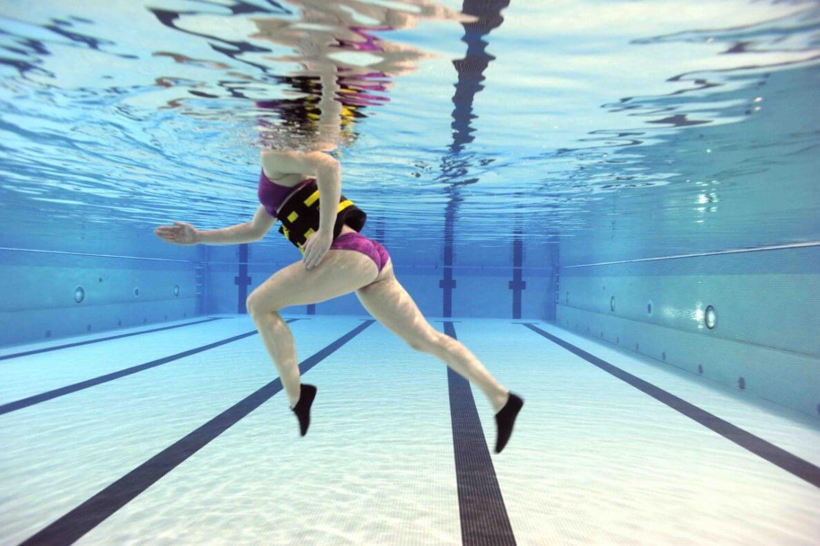 Комплекс упражнений в бассейне для женщин