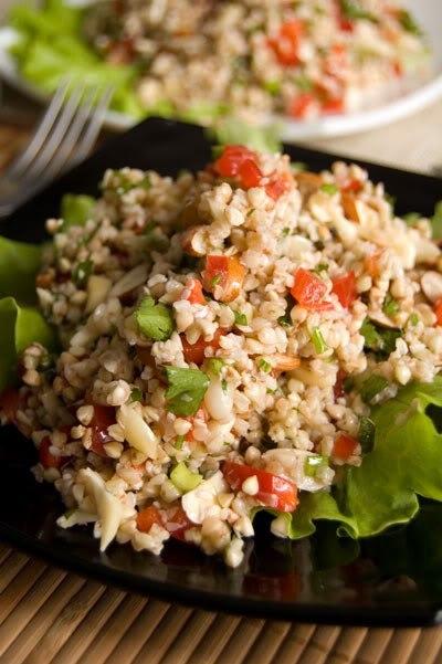 Салат с гречневыми ростками и томатами