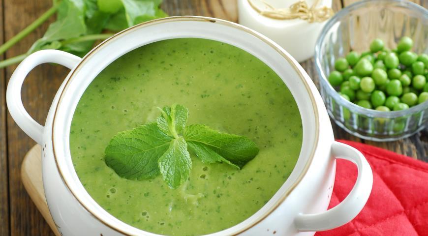 Суп с зеленым горохом и мятой