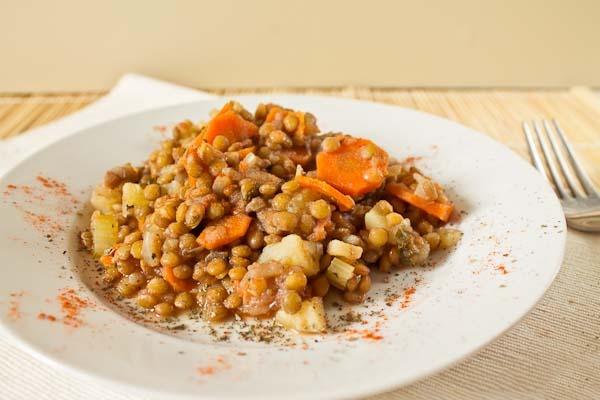 Чечевица с картофелем и морковью в сметане