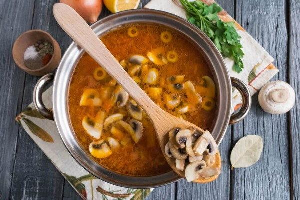 Солянка с сыром и грибами