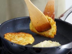 Обжариваем диетические картофельные оладьи