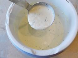 Натираем твердый сыр