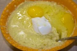 Выкладываем картофельную массу в глубокую миску