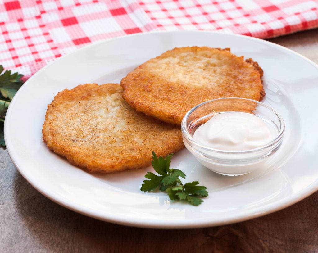 Рецепт классических картофельных драников с чесноком