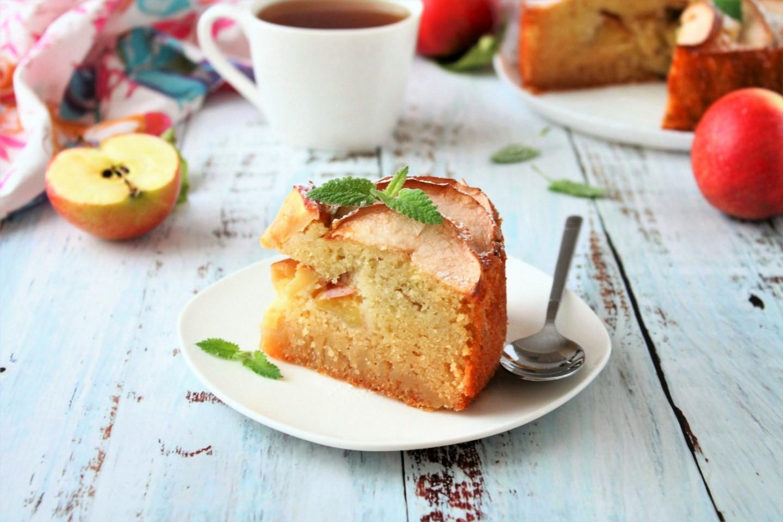 Готовый манный десерт вытаскиваем, даем немного остыть, и подаем к столу