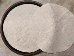 Берем два листочка тонкого армянского лаваша