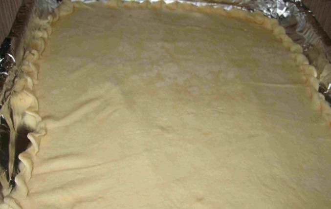 Берем готовое слоеное тесто