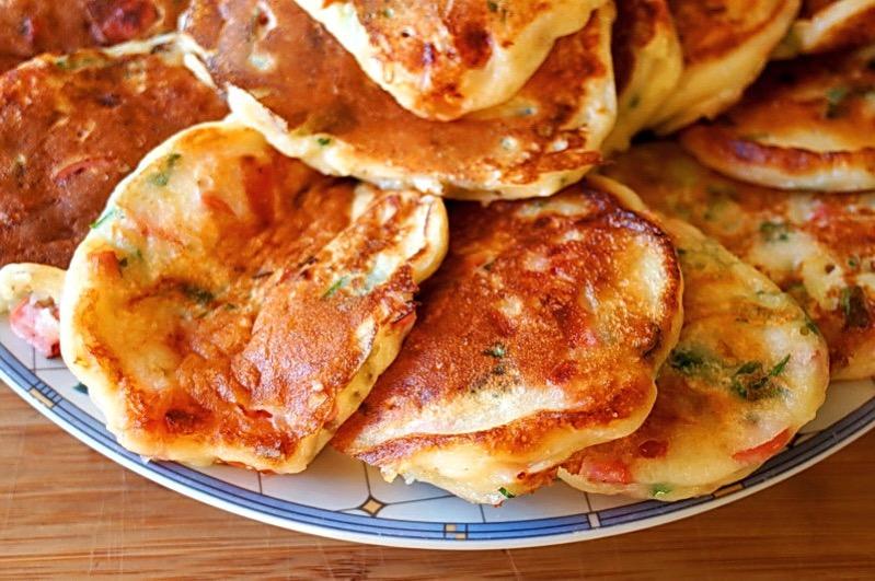 Оладьи с колбасой и сыром