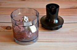 Отправляем печень в чашу блендера